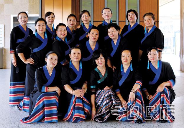 突破——春城里的锅庄舞者们